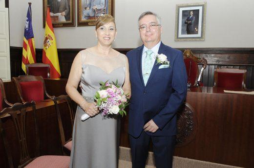 Imagen de la boda de Jordi Ribera y Toñi Cortés en el Ayuntamiento de Maó (Foto: Tolo Mercadal)