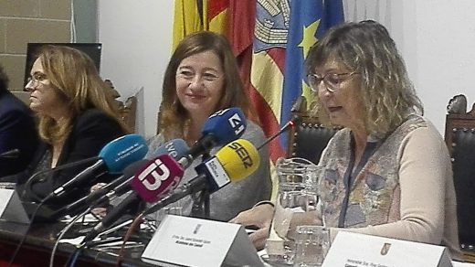 La presidenta del Govern, Francina Armengol, ha traído buenas noticias a Es Castell