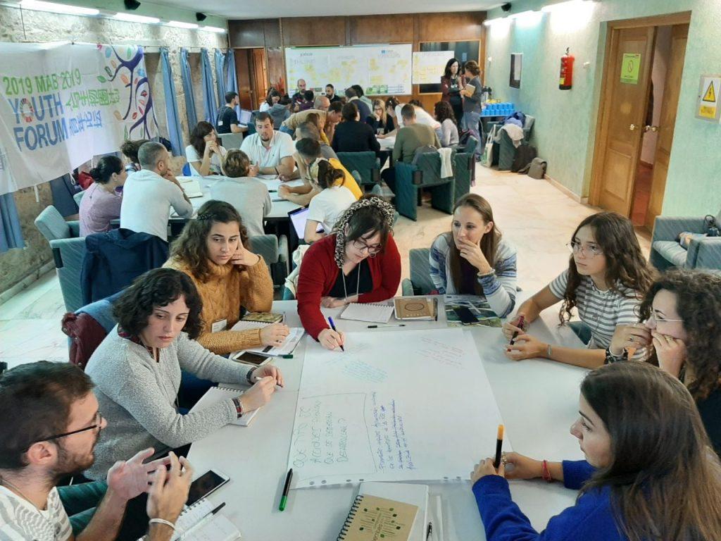 Imágenes de las reuniones del foro de jóvenes