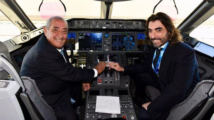 """La compañía ha informado a sus trabajadores que Air Europa y las aerolíneas de IAG seguirán """"compitiendo como hasta ahora"""" hasta que obtengan las autorizaciones pertinentes."""