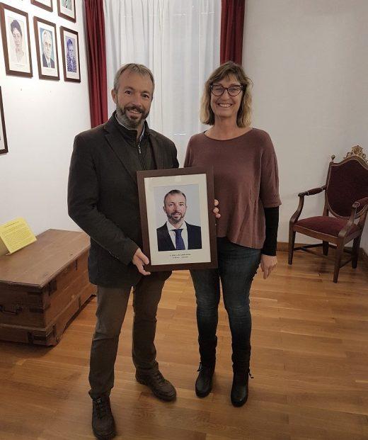 Camps y Escandell con el nuevo retrato de la Galería de alcaldes