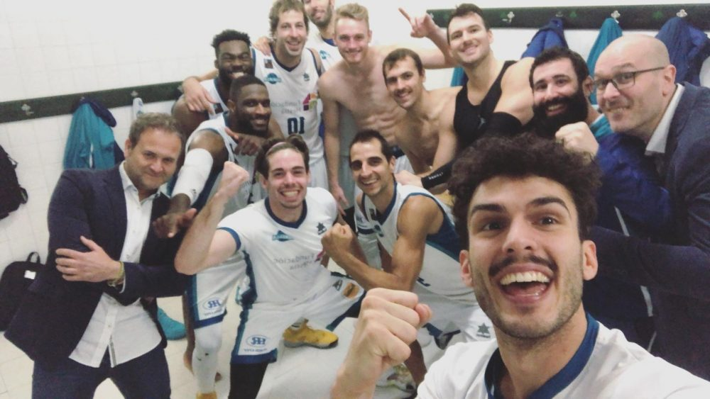 Selfie de la victoria en el vestuario (Foto: Hestia Menorca)