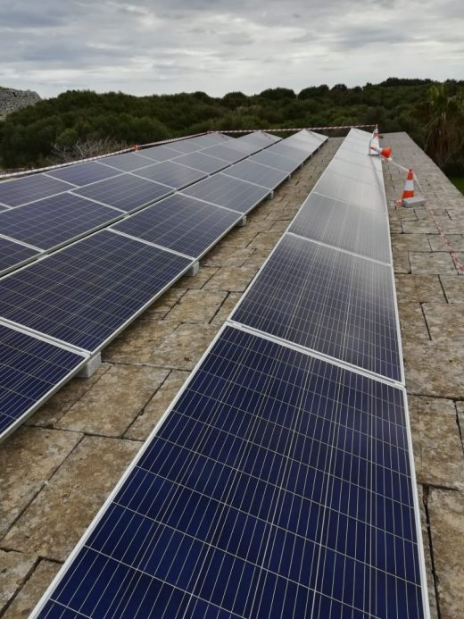 Placas fotovoltaicas en Trepucó (Foto: @MenorcaBiosfera)