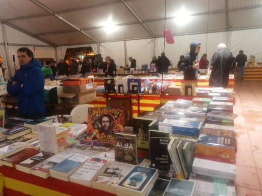 (Fotos) Arranca la XV Fira del Llibre en Català