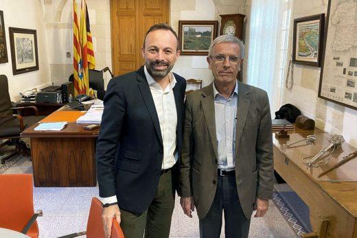 Imagen de la reunión del alcalde de Alaior con el responsable del Ibsalut en Menorca