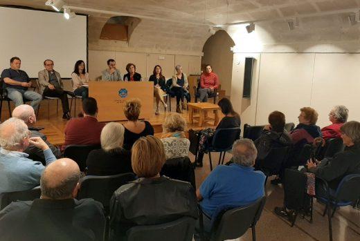 Imagen de la reunión entre miembros del Ayuntamiento y vecinos del Camí des Castell