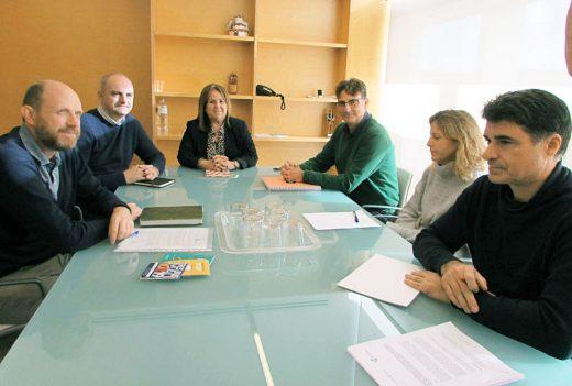 La consellera de Movilidad de Menorca, Francesca Gomis, en la reunión con el Govern