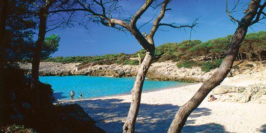 Imagen de la playa de Es talaier que hay en la web del Ayuntamiento de Ciutadella