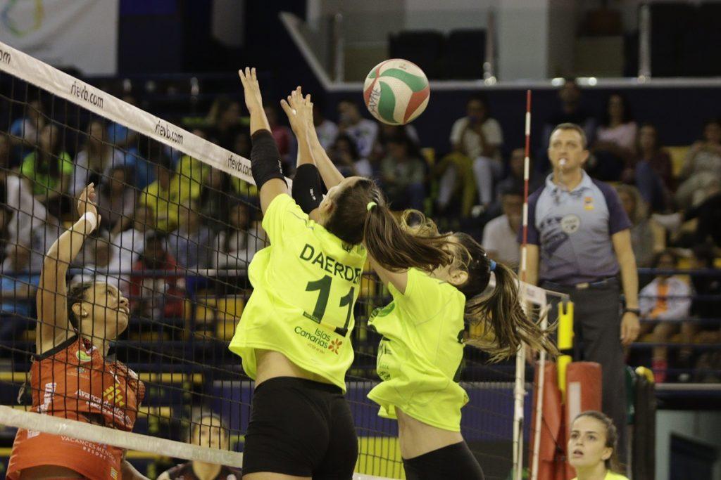 Remate en una acción del partido (Fotos: RFEVB)