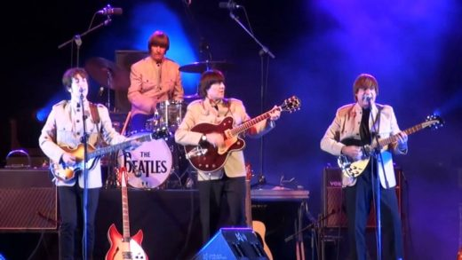 La banda de tributo a The Beatles, durante un concierto.