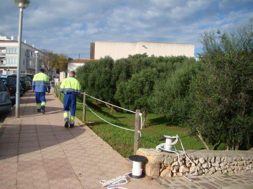 La barrera delimita la zona verde con la zona de paseo
