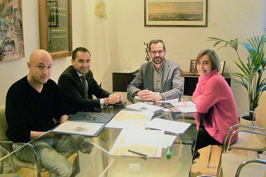 Un momento de la reunión (Foto: Ajuntament de Maó)