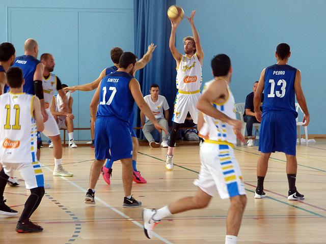 El Jovent en una acción de su último partido jugado en Sant Lluís - Foto: X.Rotger