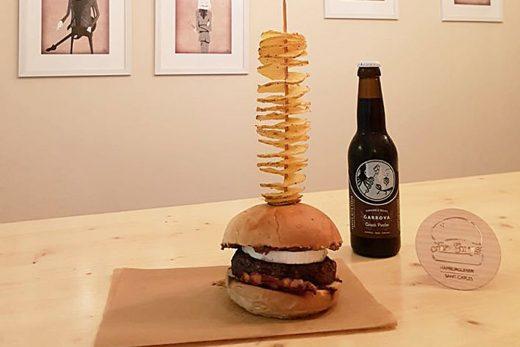 Imagen de la hamburguesa ganadora (Foto: noudiari.es)
