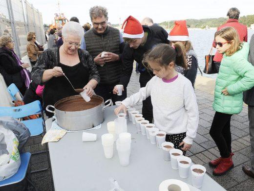 (Galería de fotos) Natación, chocolate y diversión en el puerto de Maó