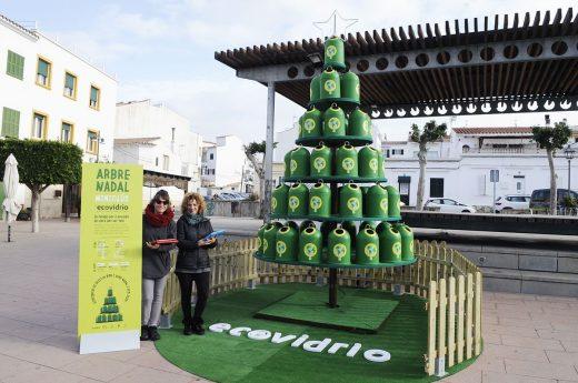 Imagen del árbol y del stand (Foto: Tolo Mercadal)