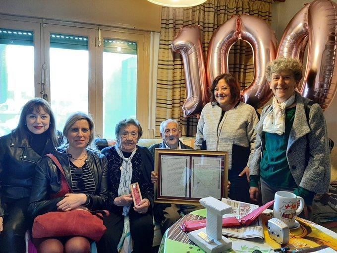 José Sintes, felicitado por su cumpleaños (Foto: Ajuntament de Sant Lluís)