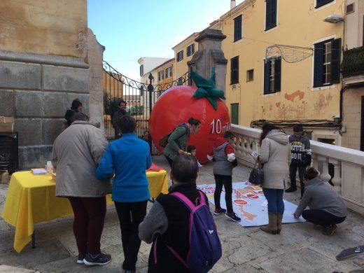 "(Fotos) Un ""tomàtic"" para promover el catalán"