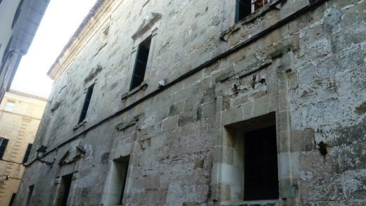 Fachada lateral del edificio consistorial