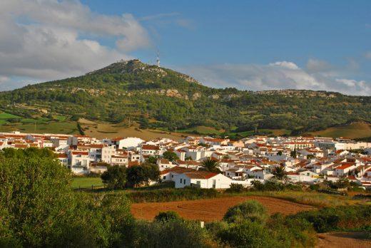 Imagen de Es Mercadal a los pies de Monte Toro (Foto: EA)