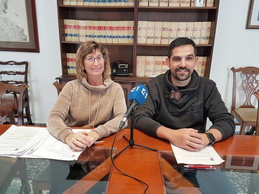 La alcaldesa, Joana Escandell, y el concejal de Hacienda, Óscar Gómez