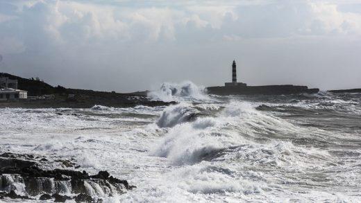 El fuerte viento del suroeste dificultará el tráfico marítimo (Foto: Mikel Llambias)