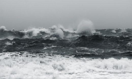 El fuerte viento azota la Isla desde ayer  (Foto: MIQUEL LLAMBÍAS)