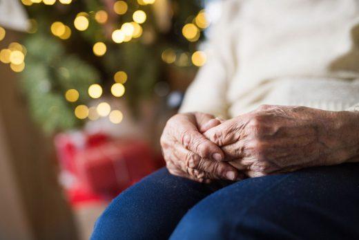 El informe ofrece varios consejos a los mayores.