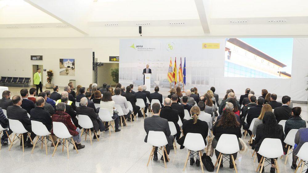 Autoridades en el acto conmemorativo del 50 aniversario del aeropuerto de Menorca