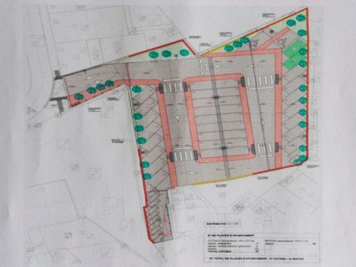(Fotos) Maó crea un parking gratuito para 40 coches en la plaza Ibiza