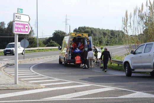 La mujer, trasladada en ambulancia (Foto: Tolo Mercadal)