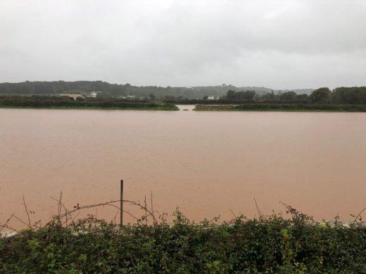 (Fotos) Es Plans se inunda y obliga a cortar la carretera de Torre Solí
