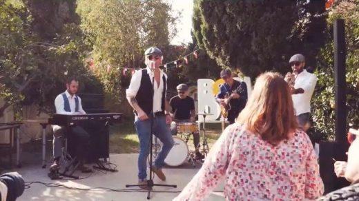Imagen promocional del videoclip.