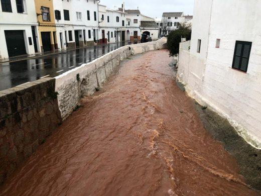 (Vídeo y fotos) El torrente de Es Mercadal bajo el efecto de la borrasca Gloria
