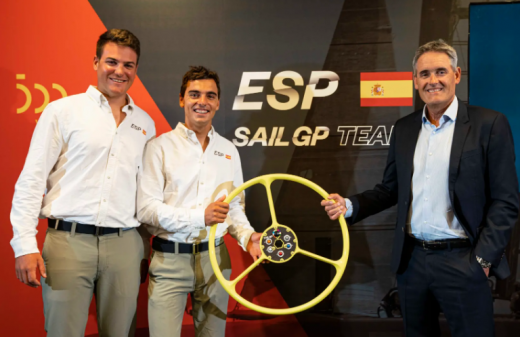 Joan Cardona (izquierda) en la presentación del equipo español (Foto: SailGP)