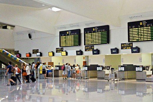 El aeropuerto aún no ha incorporado a los fijos discontinuos