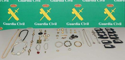 Imagen de los objetos recuperados en Es Castell