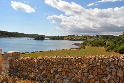 Cielo poco nuboso y sin lluvias en Menorca