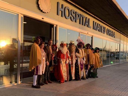 (Fotos) Los Reyes inician su visita a la Isla en el Mateu Orfila
