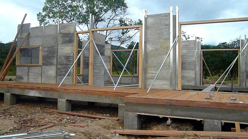 Sección de una casa prefabricada en construcción