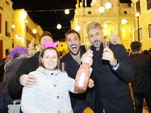 (Galería de fotos) Menorca recibió el año con frío y mucha animación
