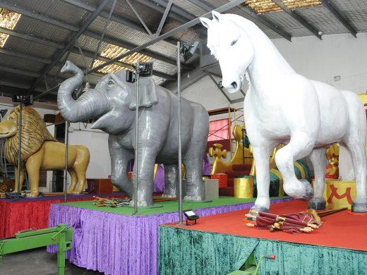 10 carrozas con 840 kilos de caramelos para traer la ilusión a los niños de Maó