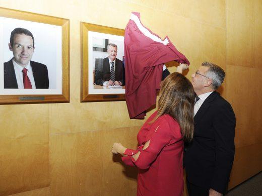 (La foto) Santi Tadeo ya luce en la Sala de Plenos