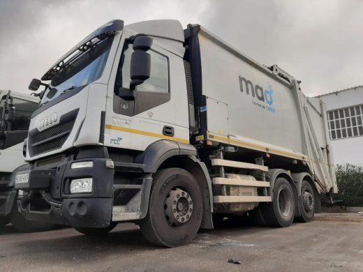 Vehículo del servicio de recogida de residuos de Maó