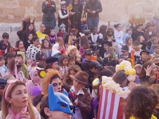 """(Fotos) Un desfile infantil de carnaval """"de cine"""" en Ciutadella"""