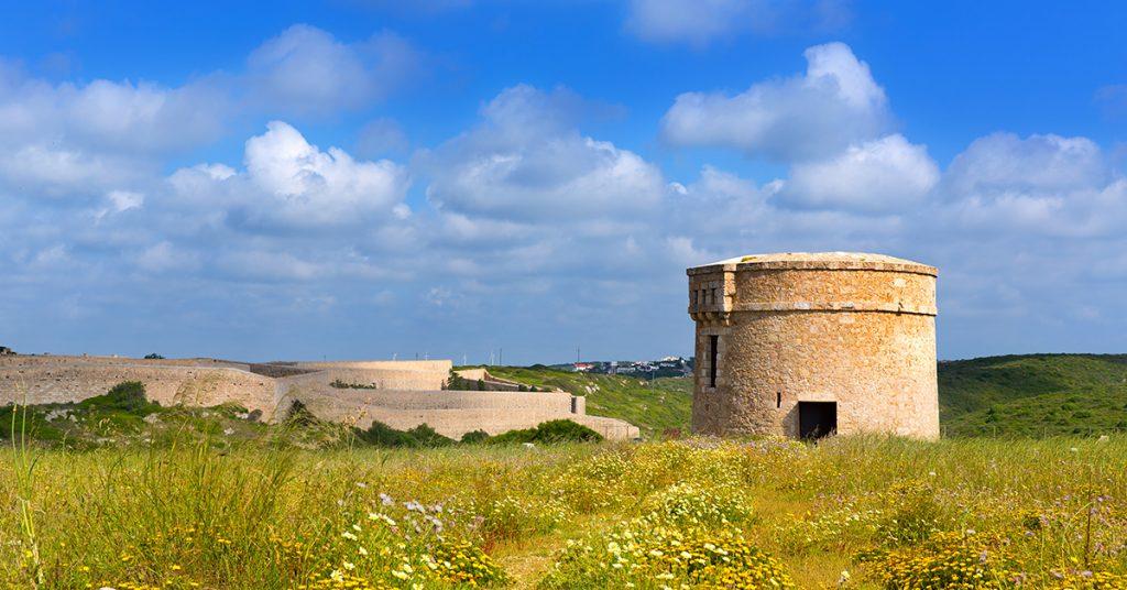 Torre en Cala Teulera (Foto: Turismo Menorca)