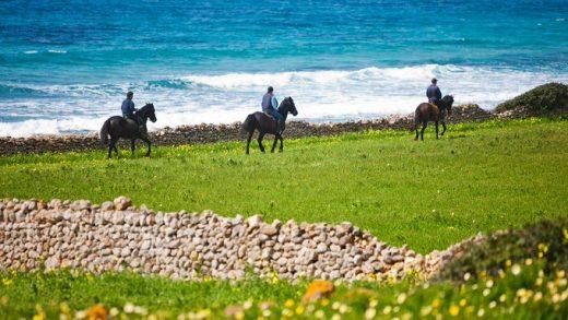 Paseo a caballo (Foto: Turisme de les Illes Balears)