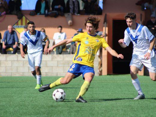 (Fotos) La ambición premia al At. Villacarlos (3-2)