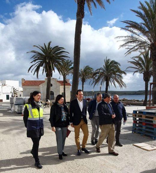Las autoridades han visitado el puerto de Fornells este miércoles