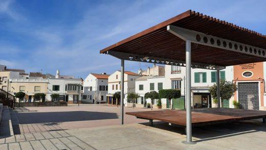 La plaza ha quedado lista para las fiestas de Carnaval (Foto: Ayuntamiento de Es Mercadal)